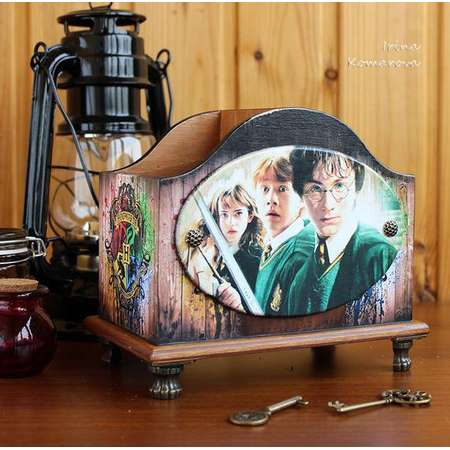 Harry Potter wooden pen holder, House Desktop Pencil Holder/Pen Cup, Hogwarts, desk tidy thumb