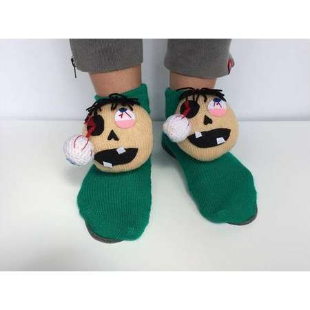 Halloween Slippers, knitted zombie, fanny socks, zombi Slippers, monster Slippers, Frankenstein socks, the walking Dead socks, weird slipper thumb