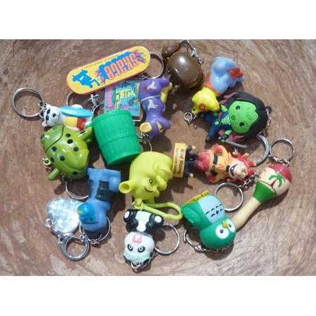 16 Key Chain Florida Animal Dog Shrek Skateboard Frog Heart Owl Casino Assemblage Craft Supply Collection Lot (#1976) thumb